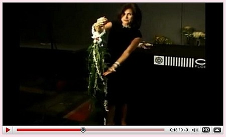 VIDEO - Bridal Bouquet Trends - Vertical Bouquet - Scroll down for VIDEO